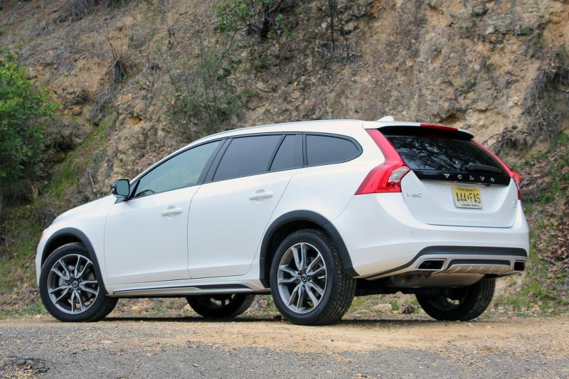 """Корма"" Volvo V60 Cross Country"